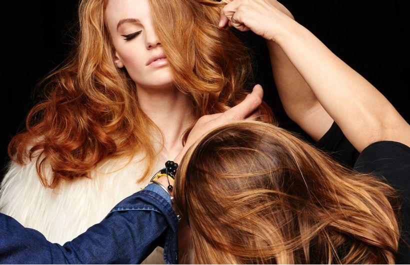 Cours de coiffure studio, modèle femme