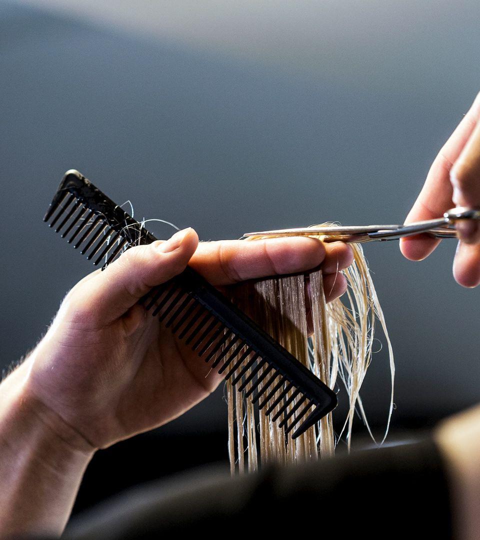 Femme coiffée à l'école de coiffure Provélite